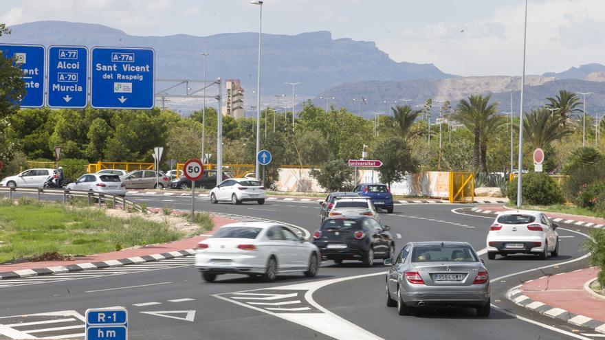 Herido un motorista de 61 años tras chocar contra una señal de tráfico en Alicante