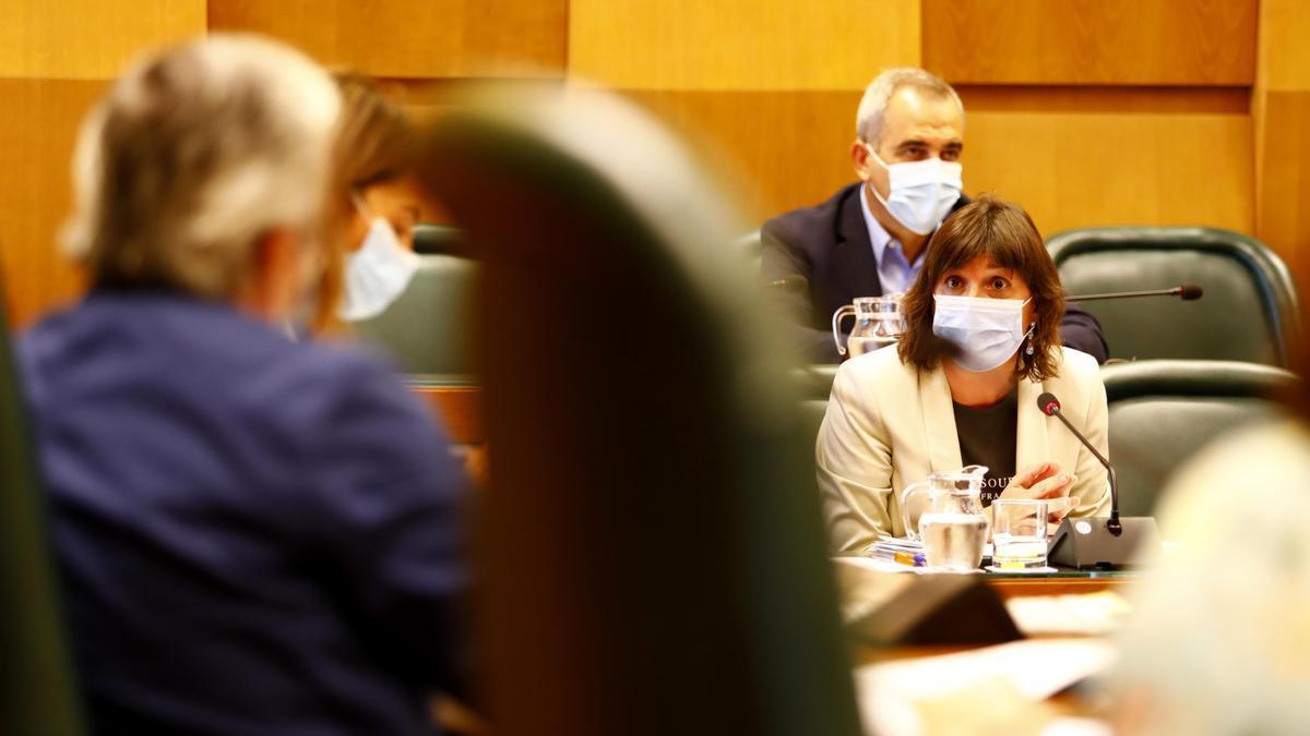 La portavoz del PSOE, Lola Ranera, durante una intervención en el pleno.