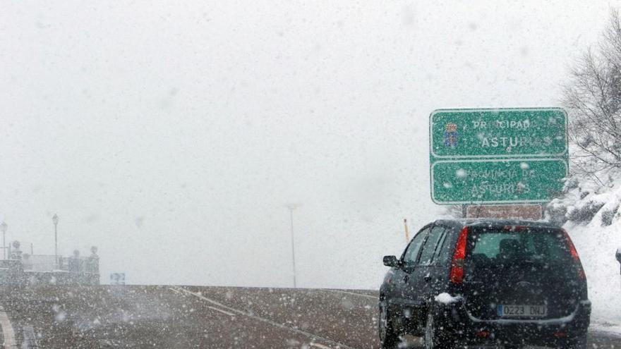 Normalizada la situación en las carreteras asturianas: sólo se precisan cadenas en un puerto de montaña