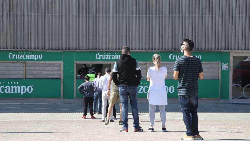 Los 800 abonados del Córdoba CF comienzan a recoger sus entradas