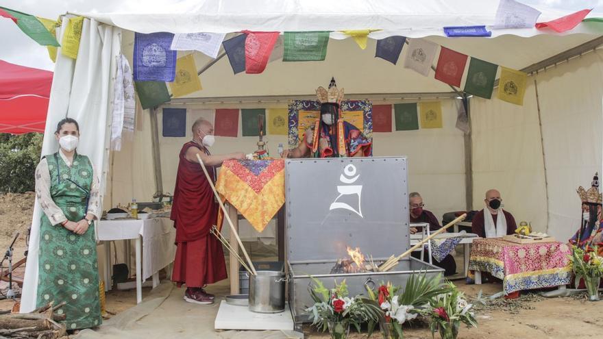 El monte Arropé ya es lugar sagrado para el budismo