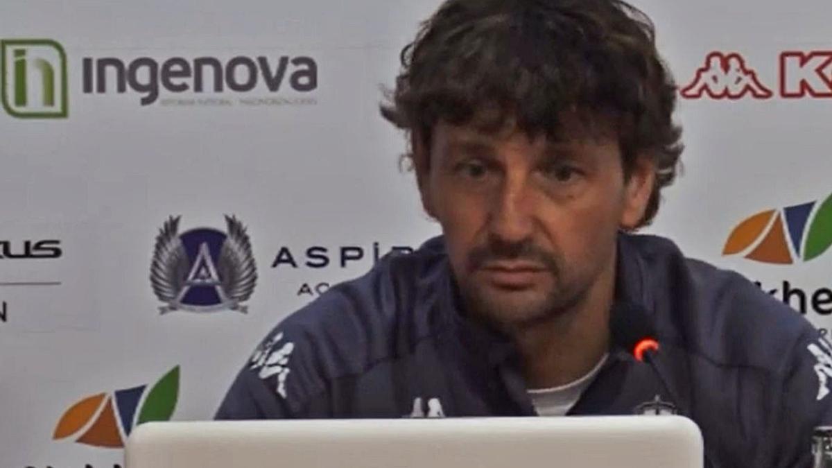 Íñigo Idiákez, entrenador de la Cultural Leonesa. / CDL