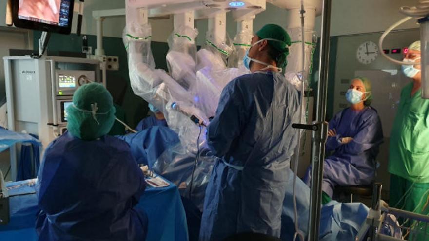 El HUC inicia las operaciones de ginecología con el robot Da Vinci