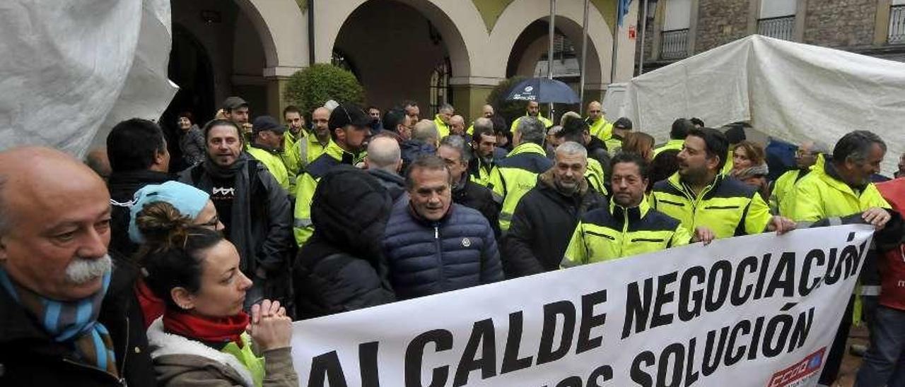 Una de las protestas celebradas por trabajadores municipales antes de iniciar el encierro.