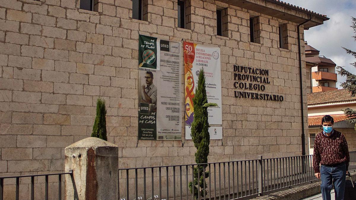 Fachada del Colegio Universitario, donde se ubica la Escuela de Relaciones Laborales de Zamora.   Sara Rodríguez