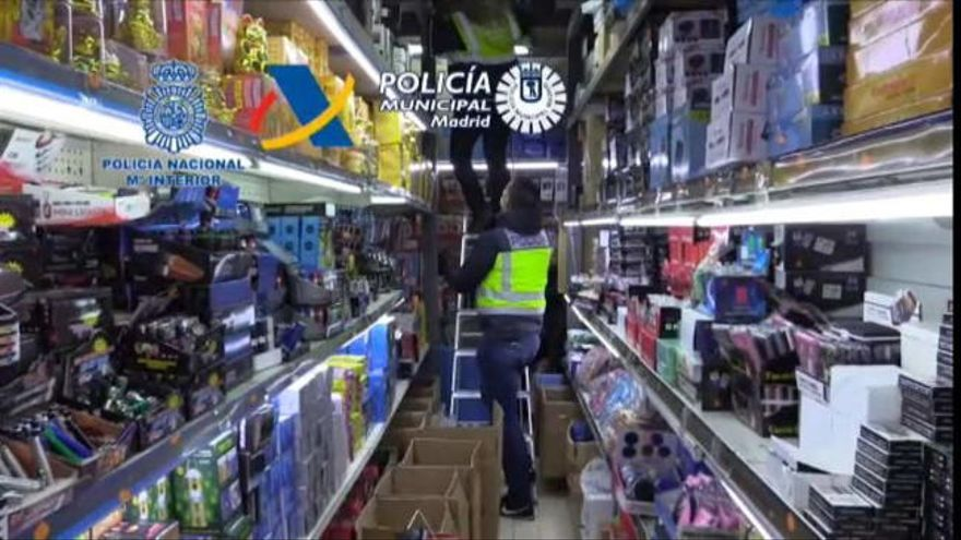 Cae en Madrid un gran centro de distribución de juguetes y mascarillas ilegales