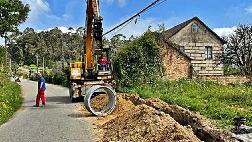 Mos apura la obra de saneamiento de la carretera Alto de Barreiro-Santiaguiño