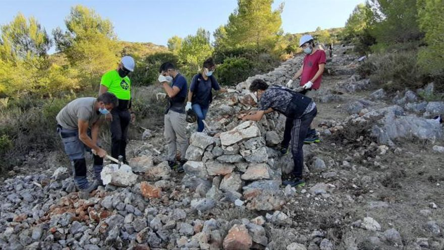 30 jóvenes participan en el taller de la técnica de piedra en seco de la Macma