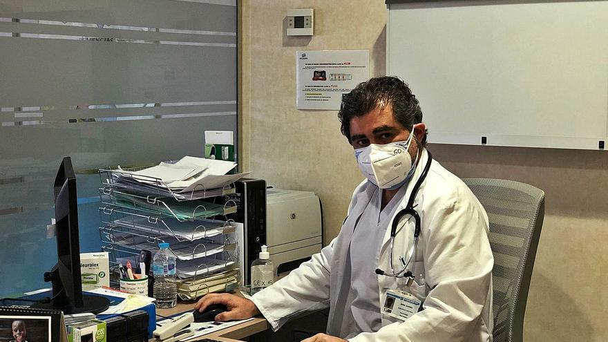 José Javier Hernández Martínez: «Con las dosis que van a llegar, tardarán 44 meses en vacunar y eso no nos sirve»