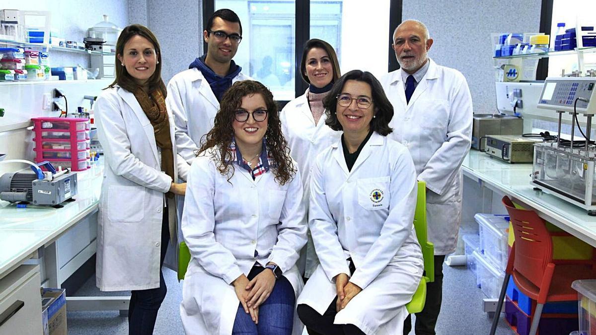 Equipo con el que trabaja la profesora e investigadora de Almussafes María Sebastián.   LEVANTE-EMV