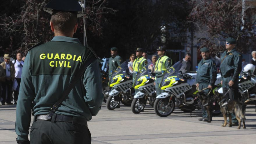 La Guardia Civil rinde homenaje a su patrona con una misa con aforo limitado