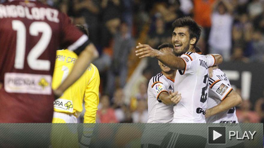 El Valencia, goleada y liderato