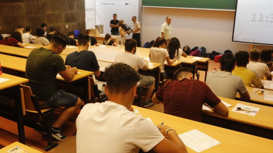 Educación endurece los requisitos para estar exento del valenciano en la PAU