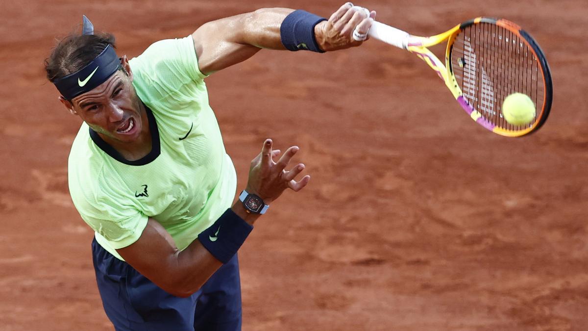 El tenista español, Rafa Nadal, disputando la semifinal del Roland Garros en París.