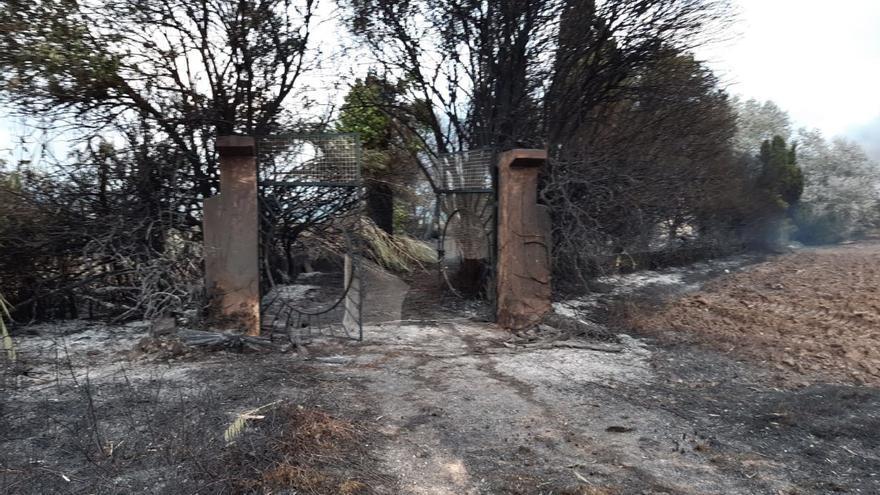 El incendio de s'Albufera calcina tres casas y 280 hectáreas