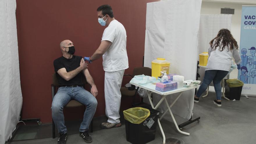 Els dos grans dubtes que genera el pla de vacunació en la franja de 50 a 59 anys