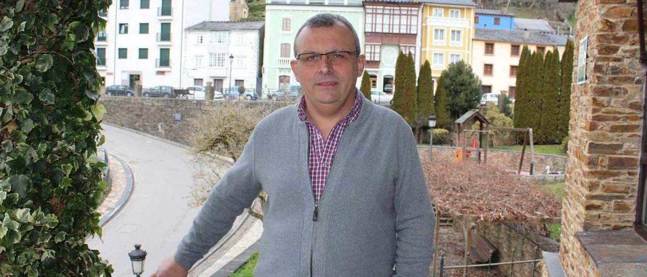 Pedro Martínez, en la capital de Santa Eulalia de Oscos.