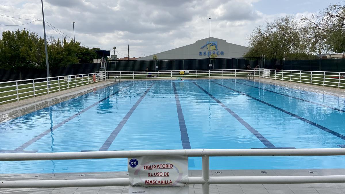 La piscina de verano se clausuró ayer.