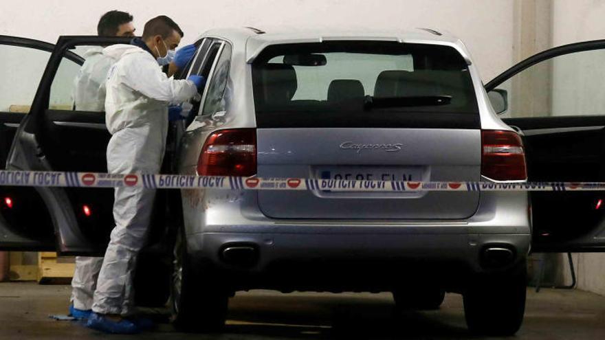 La Policía halla restos de ADN en la mano de la viuda del expresidente de la CAM