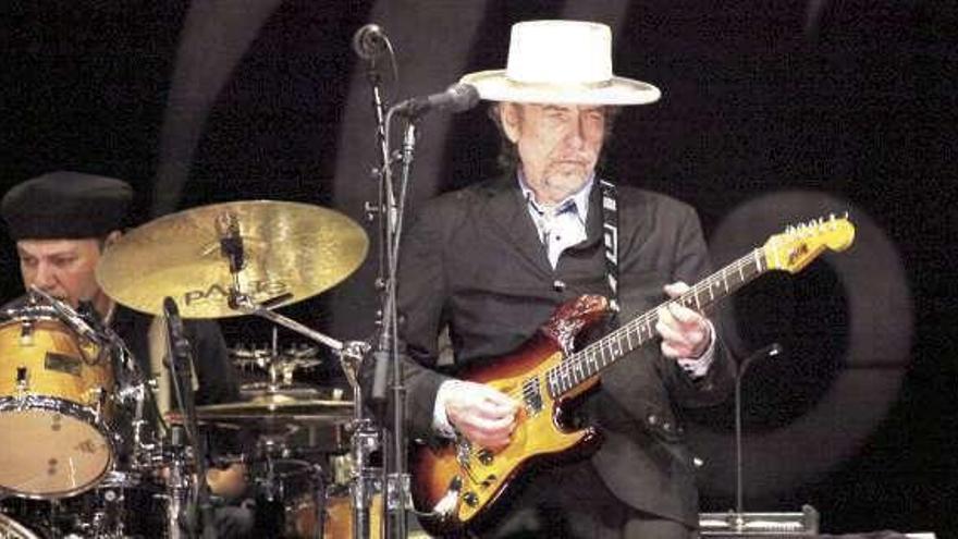 Bob Dylan celebra su 79 cumpleaños en la cresta de la ola, y con nuevo álbum debajo del brazo