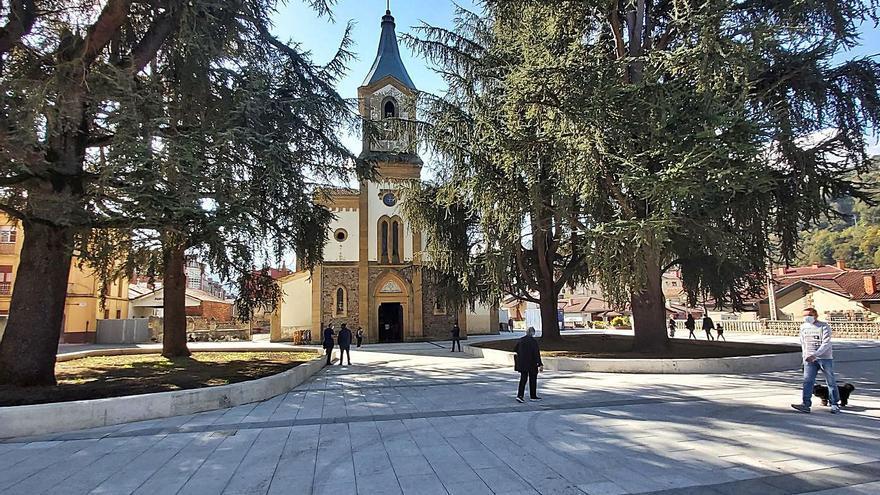 Las peatonalizaciones del centro de Pola de Laviana encaran ya su recta final
