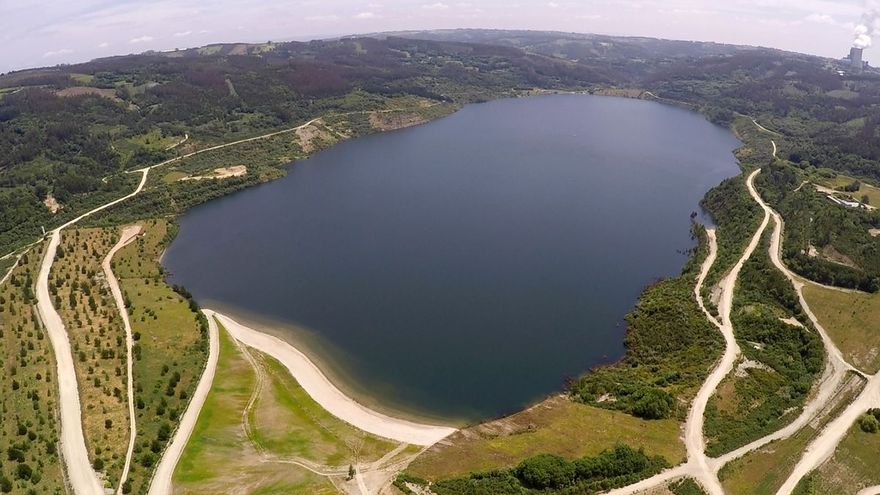 El lago de As Encrobas, en Meirama, se abre al público.