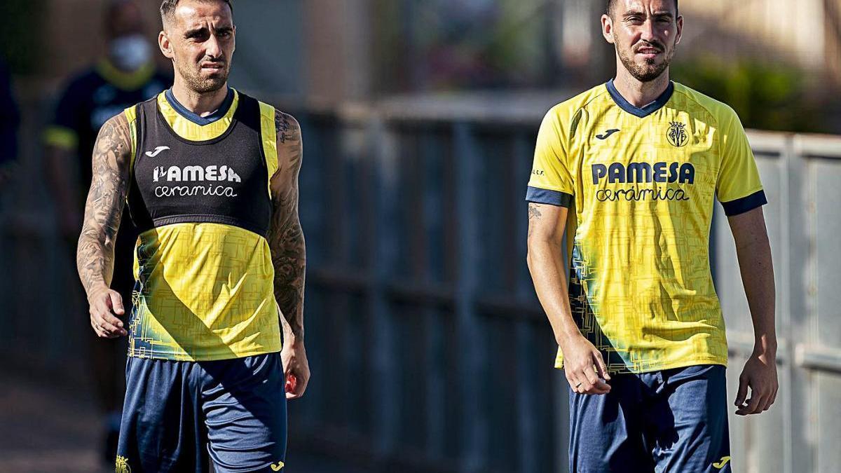 Paco Alcácer y Moi Gómez, ayer, en el entrenamiento del Villarreal.