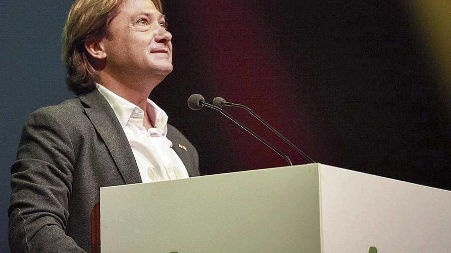 Jorge Campos sigue haciendo 'amigos' en Vox