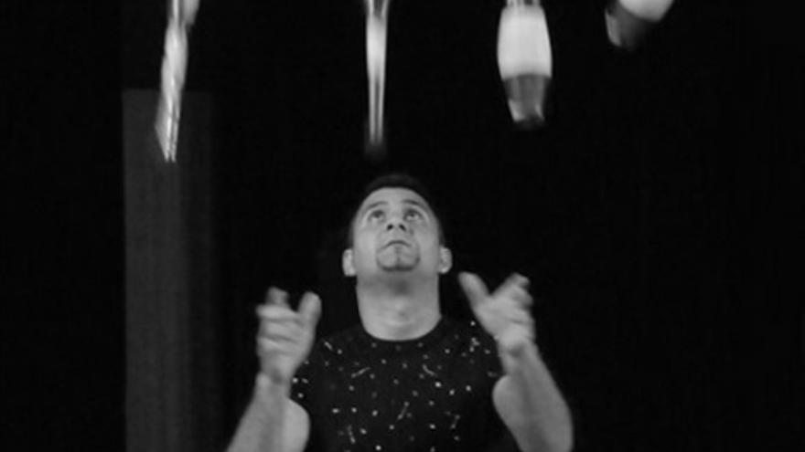 El malabarista Pedro Elis buscará en el Teatro Cervantes su sexto récord Guinness
