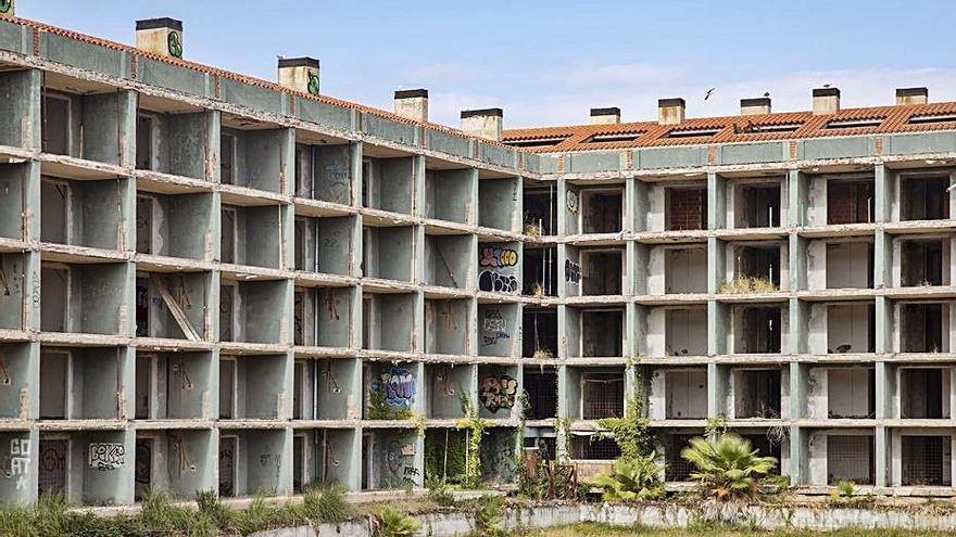 El PSC vol que es recuperin edificis turístics abandonats