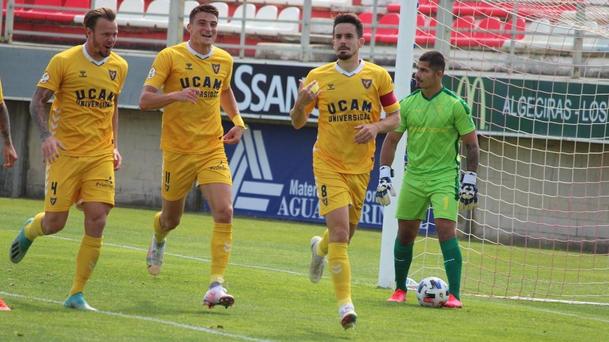 Rafa de Vicente celebra el gol ante el Algeciras