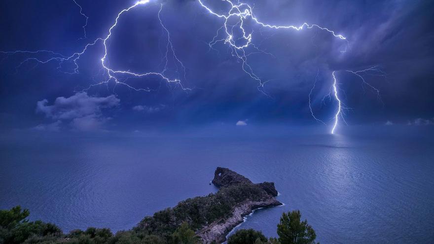 La imagen de sa Foradada de un fotógrafo mallorquín, finalista en un premio de fotografía meteorológica