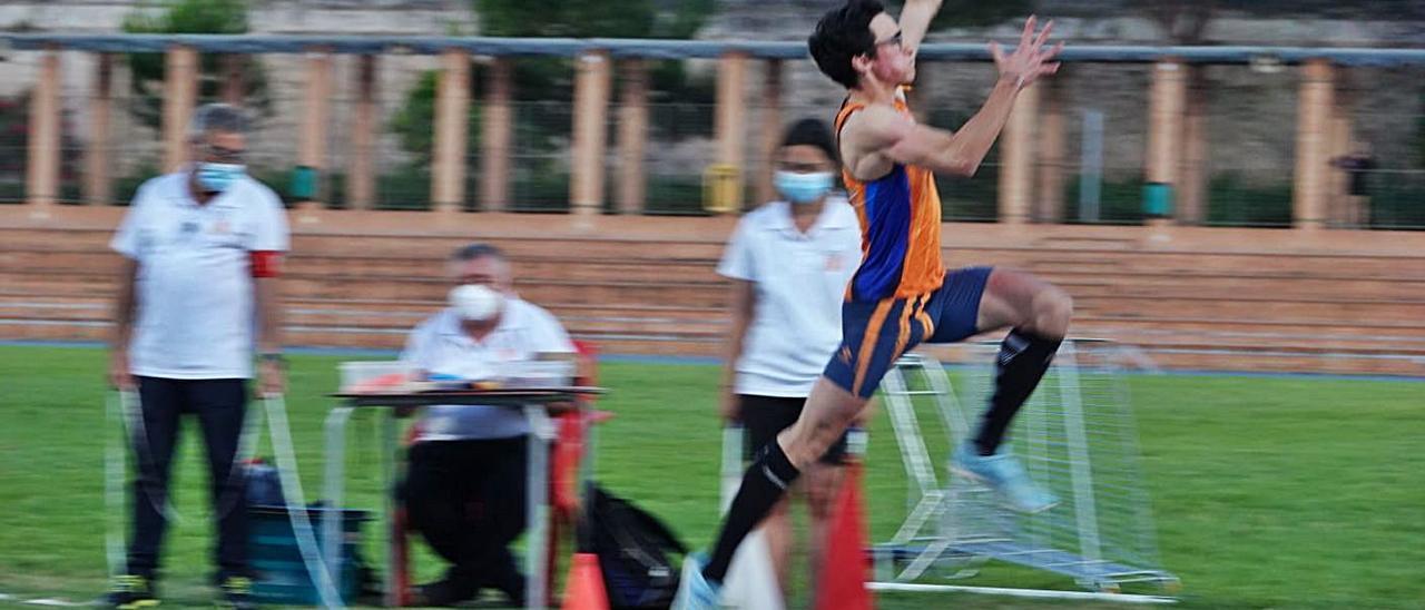 Daniel Cerdán durante el salto de longitud con el que logró la medalla de bronce. | A.T.