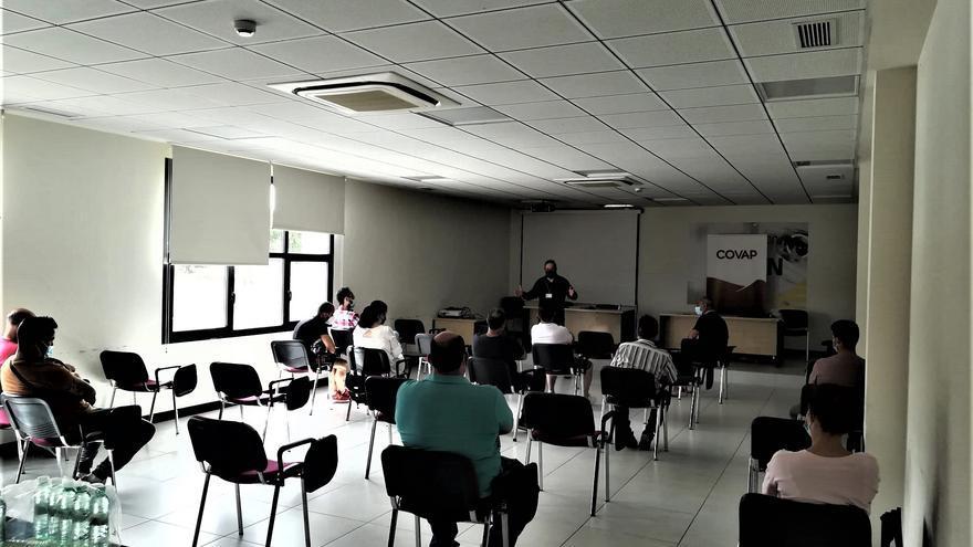 El Área Sanitaria Norte de Córdoba y Covap comienzan un grupo de deshabituación tabáquica