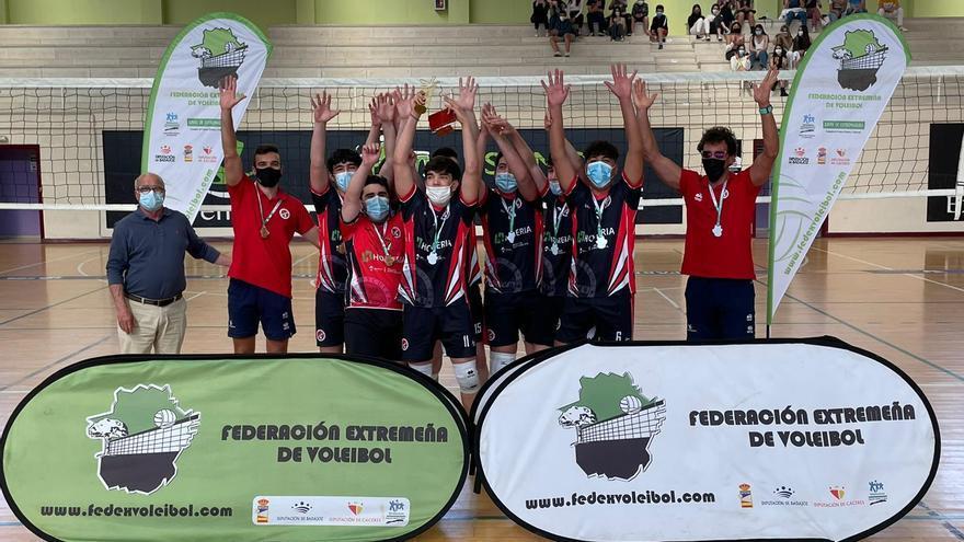 Las Escuelas Cacereñas de Voleibol, doble campeón regional