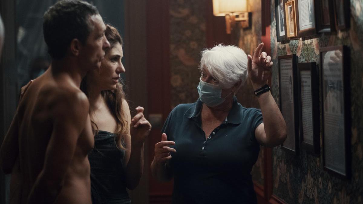 La directora Mar Targarona durante el rodaje de su película 'Dos'.