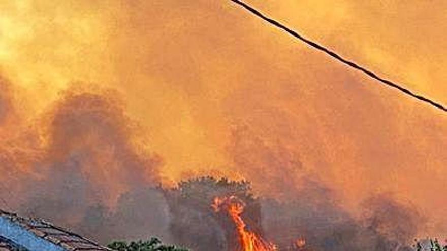 Los tres incendios en Ourense arrasan 850 hectáreas