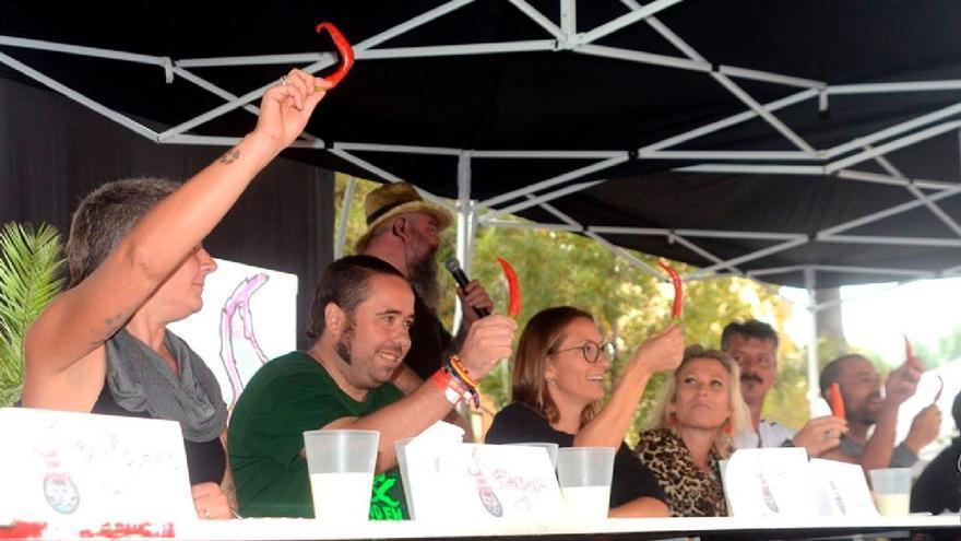 Comer guindillas se convierte en concurso en Algemesí