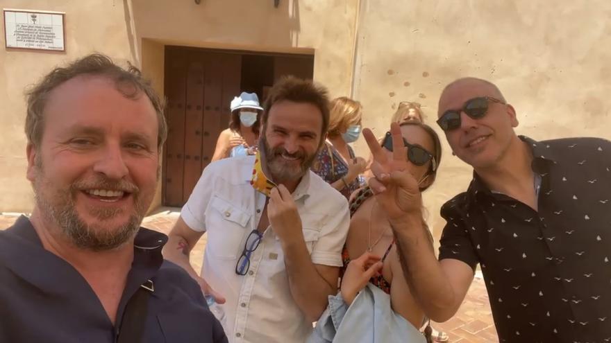 Fernando Tejero, Fernando Cayo y Goya Toledo presumen de Almendralejo durante el rodaje de 'La fortaleza'