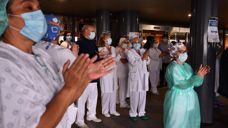 Un error administrativo deja a celadores del CHOP fuera de la vacunación