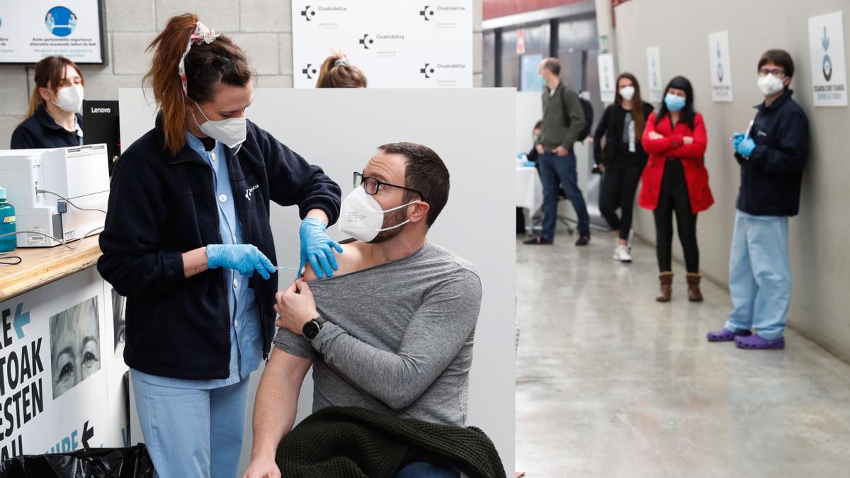 Vacunación de jóvenes contra el COVID-19.