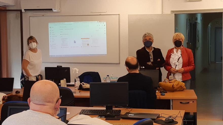 Elche ofrece a las entidades ciudadanas formación en gestión electrónica en la UNED