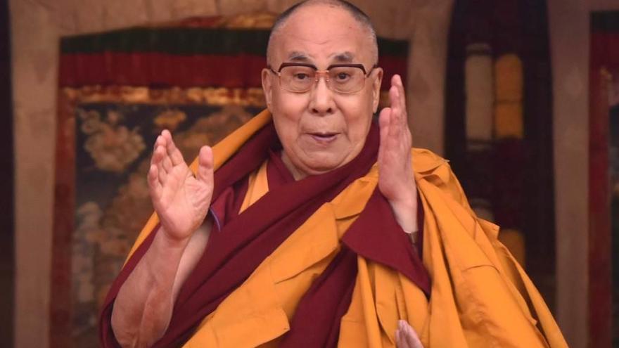 El Dalai Lama abre la posibilidad a ser sucedido por una mujer