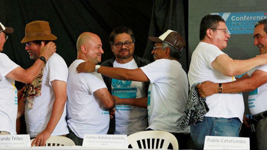 Las FARC ratifican la paz por unanimidad y dejan las armas