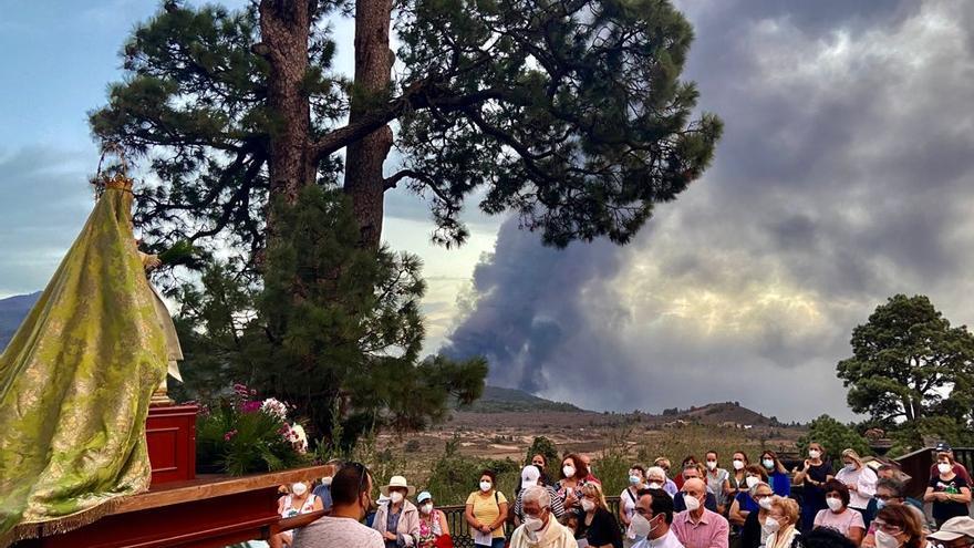 Procesiones, vigilias y rezos para que cese la erupción del volcán de La Palma