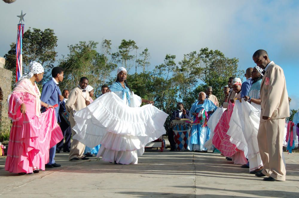 Cuba - La tumba francesa, baile, canto y percusión de origen haitiano.