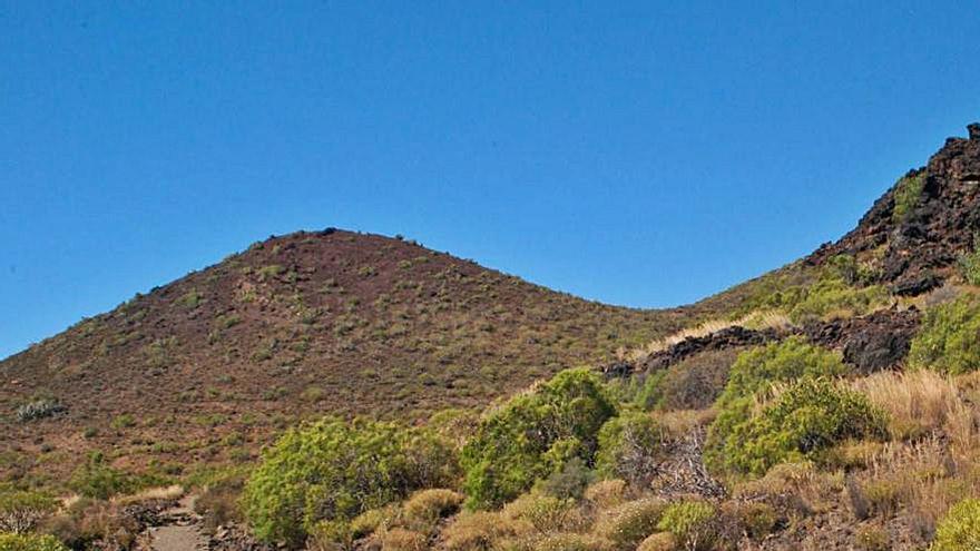 El Cabildo cierra por su deterioro el sendero de  la montaña de El Socorro