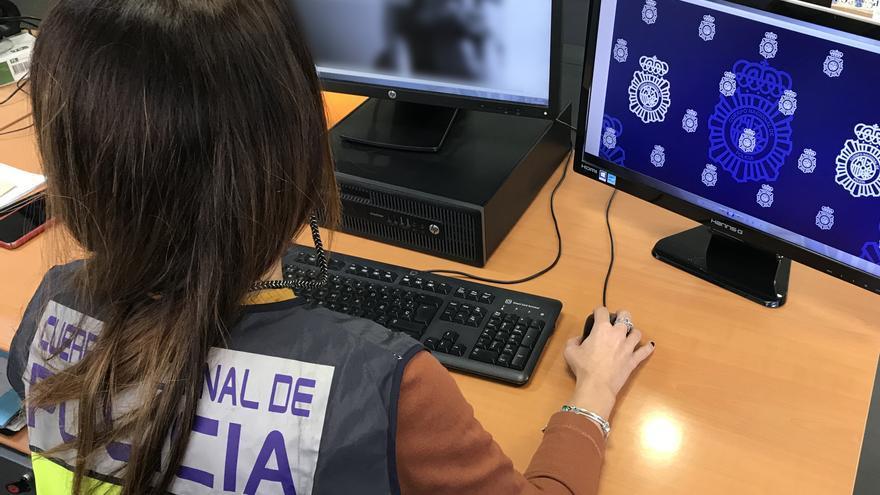 La Policía Nacional detiene a dos personas por asaltar a un joven con el que habían quedado mediante una web de citas