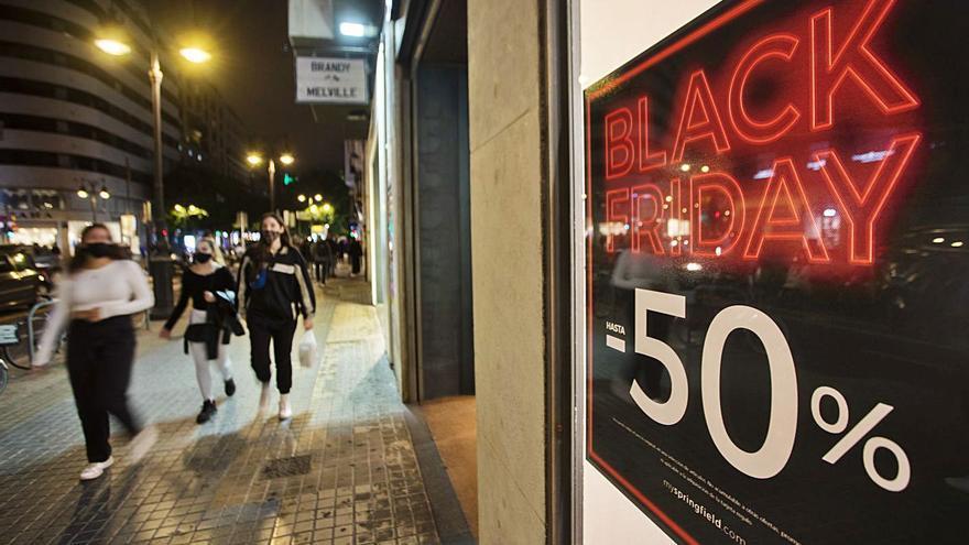 El 'Black Friday' salva la generación de empleo en el comercio valenciano