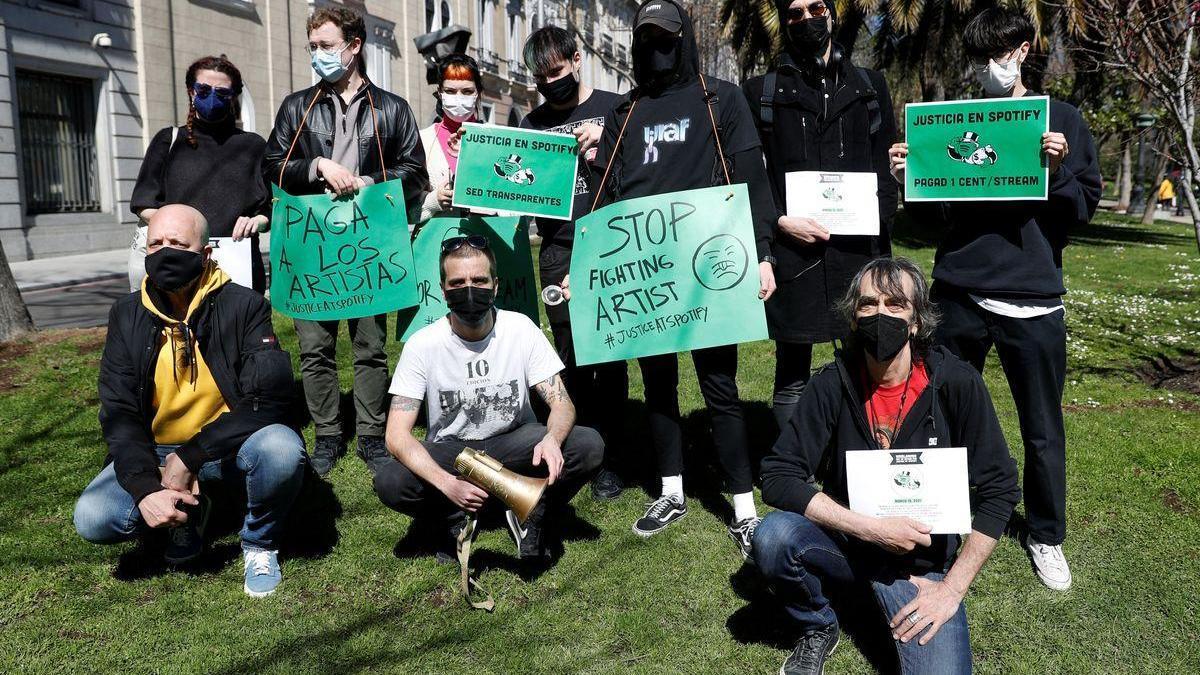 """Protesta de músicos en Madrid contra Spotify por una """"compensación razonable"""""""